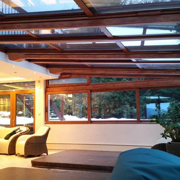 Télikert, medencefedés, motoros tető